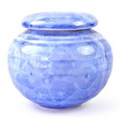 Голубая чайница с разводами глазурью