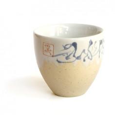 Бежевая чаша с иероглифами
