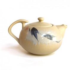 Бежевый чайник с веткой бамбука