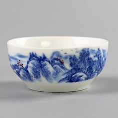 Бело-синяя чаша с пейзажем