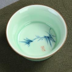 Нежно-зеленая чаша с бамбуком