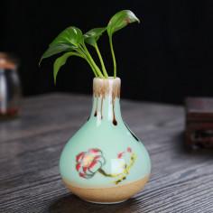 Маленькая вазочка с лотосом