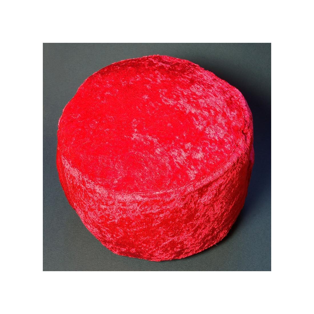 Красная подушка из тонкого велюра