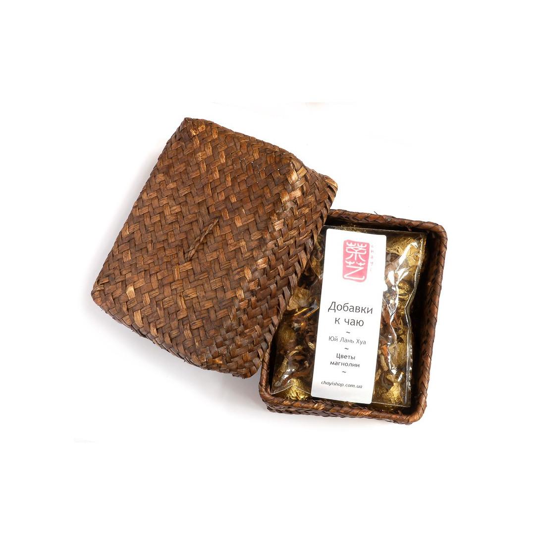Порционный белый чай с магнолией в плетеной корзинке