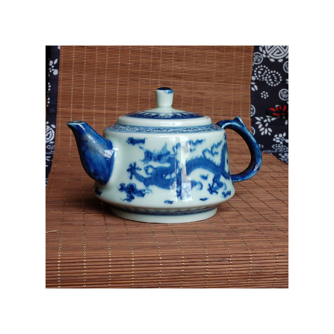 """Дракон"" — чайник из цзиндэчжэньского фарфора"