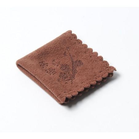 Маленькое коричневое чайное полотенце с изображением снежной сливы