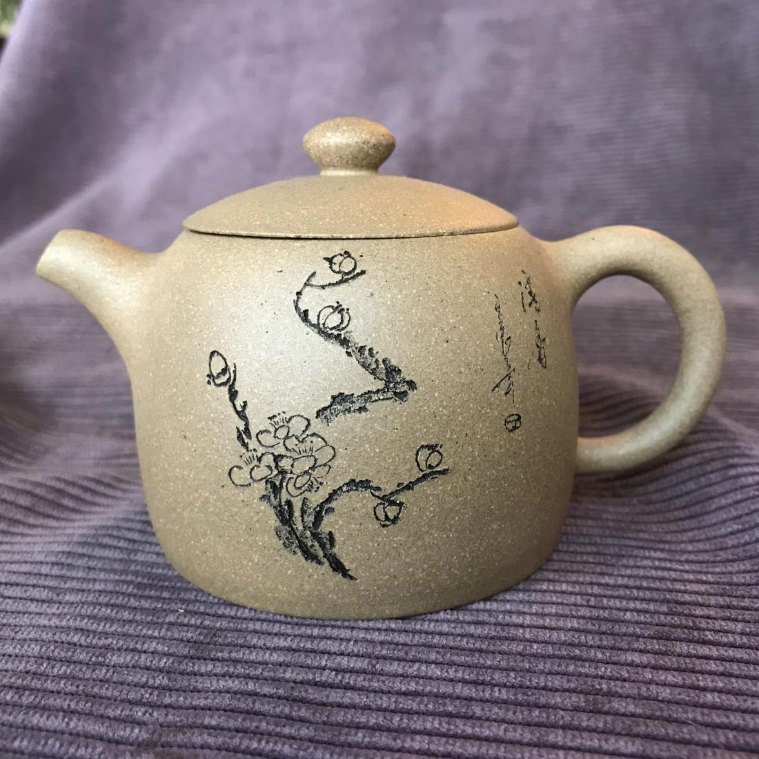 Чайник «Ограда колодца» (снежная слива) из исинской глины