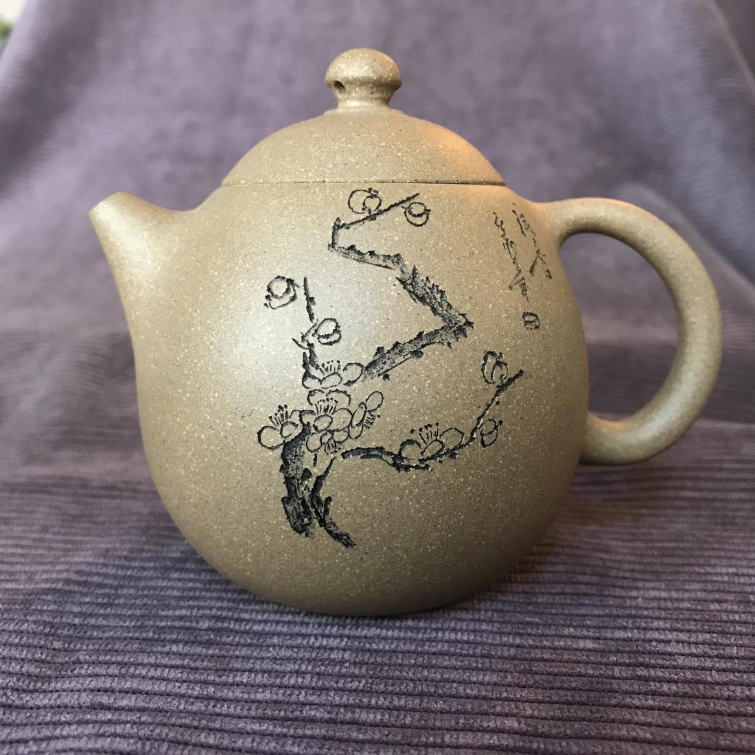 Чайник из исинской глины «Яйцо дракона» (снежная слива)