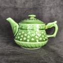 Зелёный чайник в форме основания колонны_5267