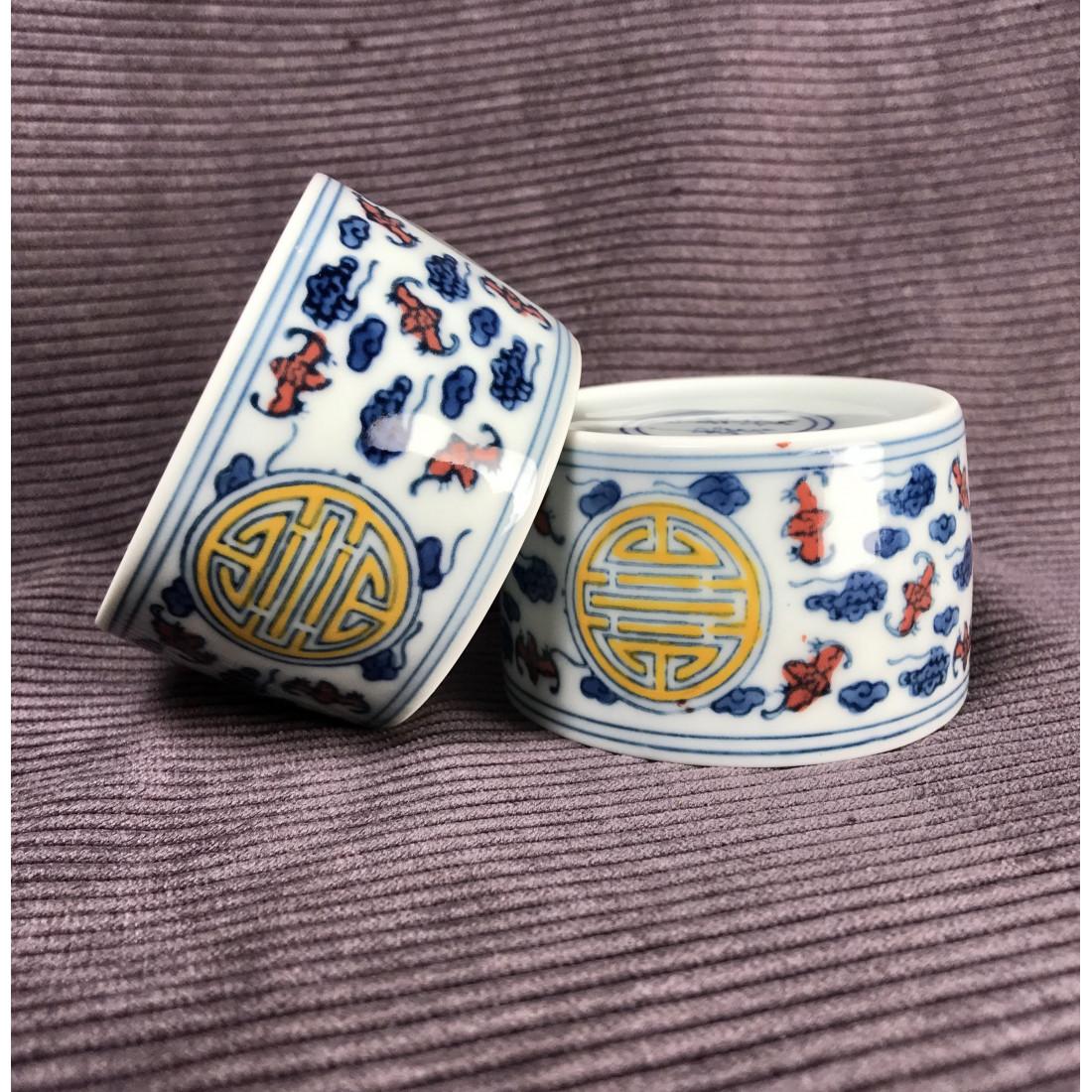 Чаша из цзиндэчженьского фарфора с прямыми стенками «Символ долголетия» (разноцветная роспись)