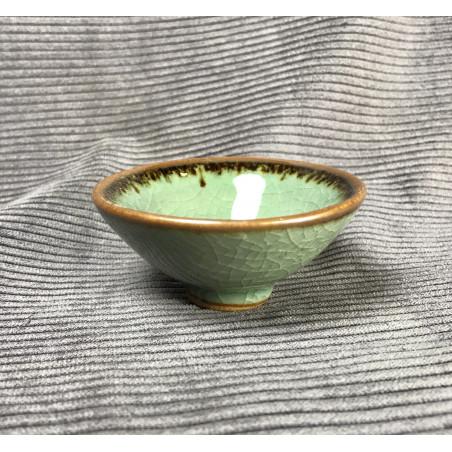 Треугольная чаша из селадона болотно-зеленого цвета