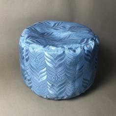 Голубая подушка для медитаций