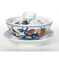 Гайвань из цзиндэчженьского фарфора «Персик долголетия»