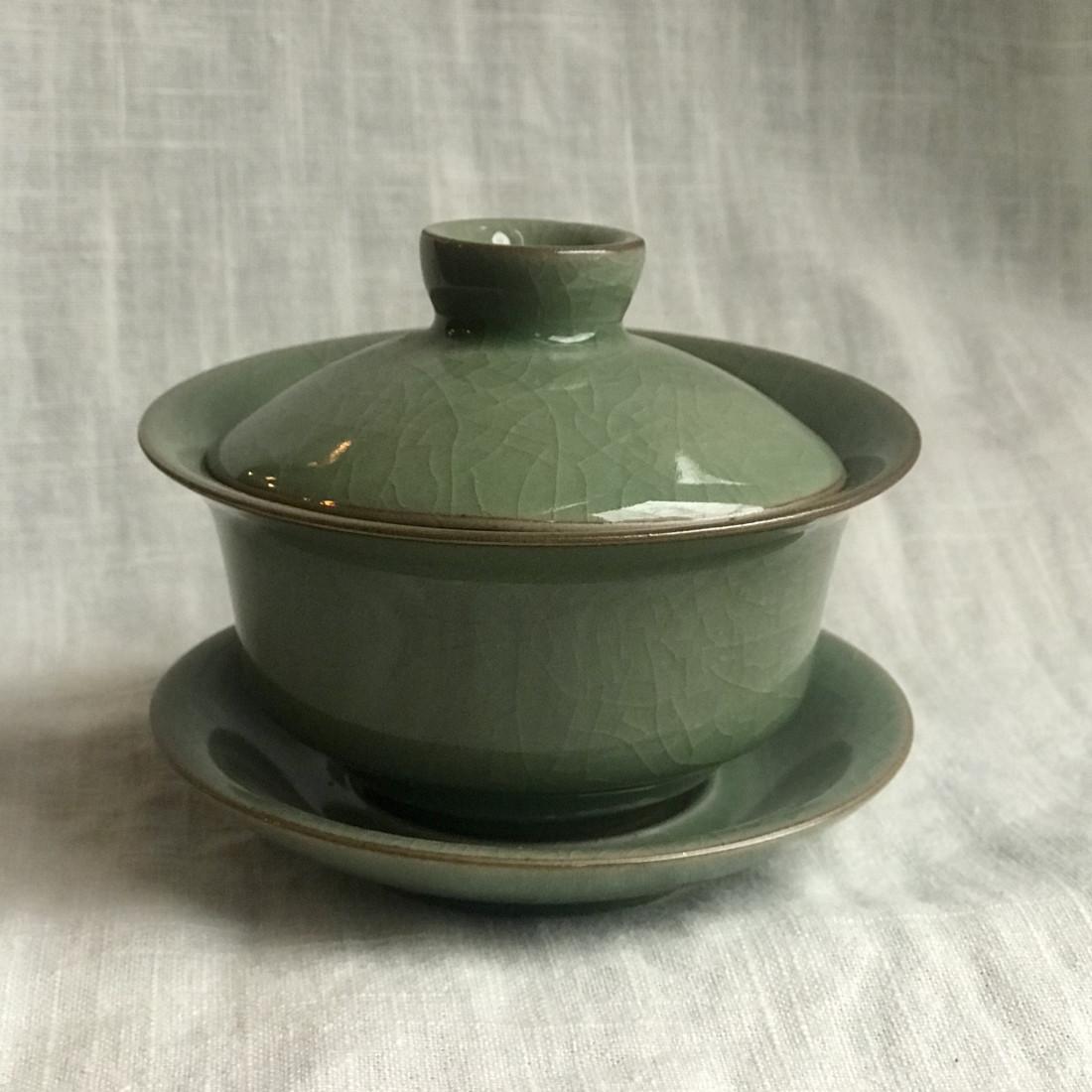 Гайвань из гэяо цвета зелёной сливы