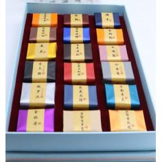 Набор из 18 пробников утесного чаяв подарочной коробке