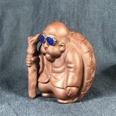 Черепаха коричневая с синими очками из цзыни