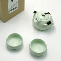 Нежно-зеленый чайник-гайвань и 2 чаши в подарочной коробке