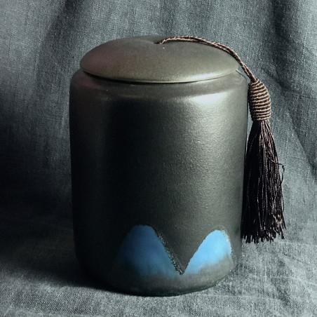 Далекие горы — черная керамическая чайница