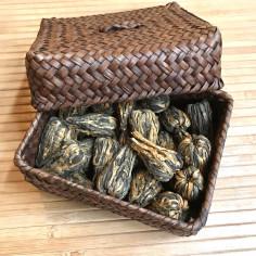 Золотые пагоды из Фэнцина в плетеной коробке