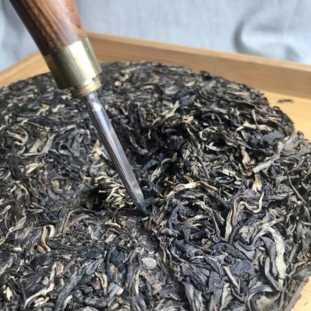 Кисточка и шило для разделки пуэров из розового дерева