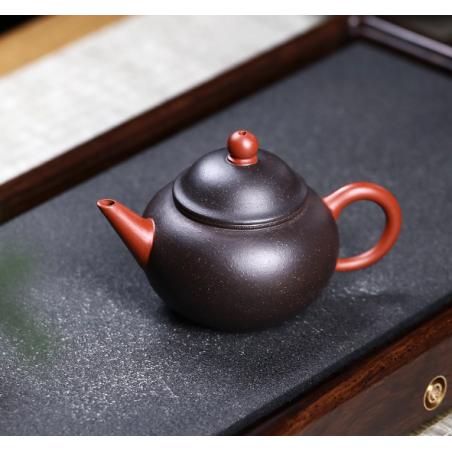 «Водяной Уровень» — двухцветный чайник из исинской глины