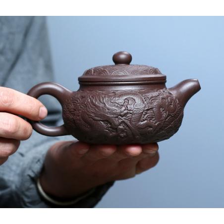 «Полет дракона над миром» — чайник из исинской глины