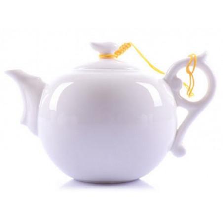 Белый фигурный чайник