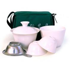 Чайный набор для путешествий с белой посудой